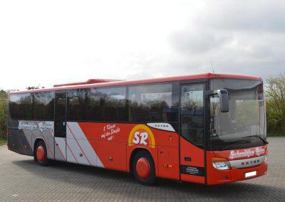 Kombibus-52-Sitzer